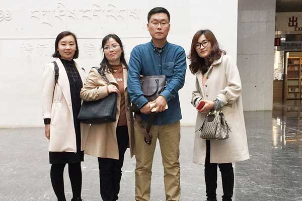 Korean customers come to Anyang and receive customers to go to the museum