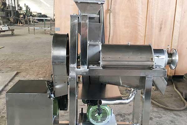 Fruit Crushing and Juicing Machine / Crushing juice machine